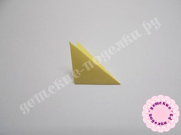 kak-sdelat-rozu-iz-bumagi-6