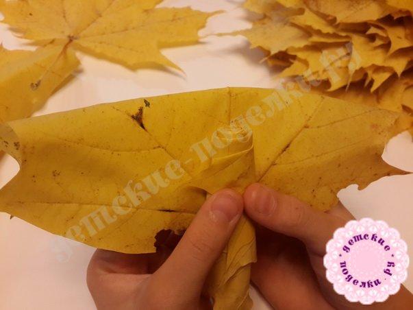 как сделать цветок из кленовых листьев