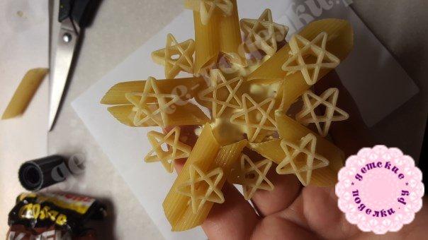 Как сделать снежинку из макарон