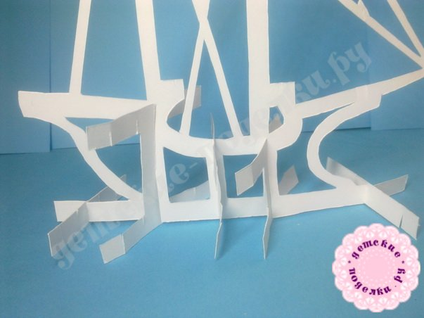 Кораблик киригами из бумаги