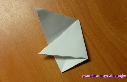 как вырезать из бумаги снежинку