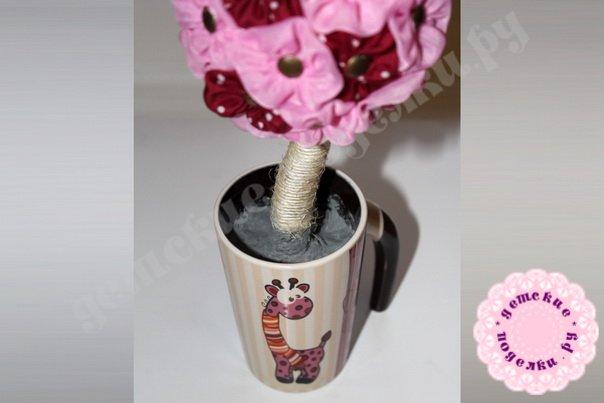 Цветочный топиарий из ткани пошагово